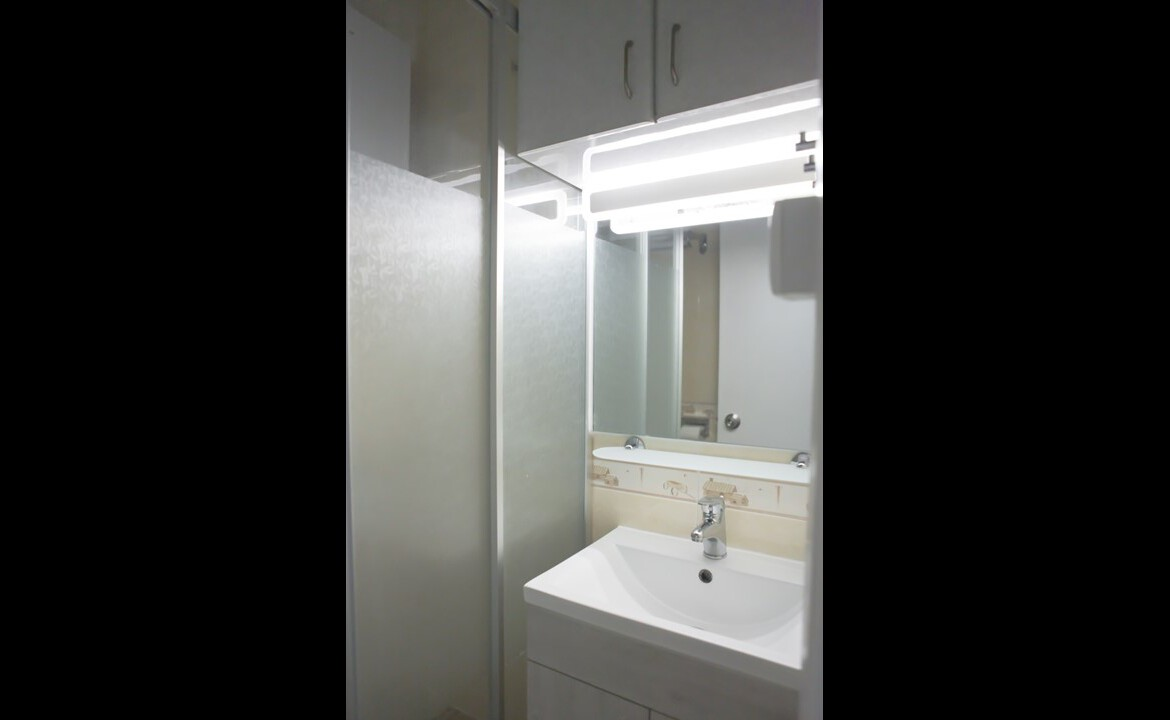 Modern Bathroom in 2 bedrooms apartment Fortress Hill