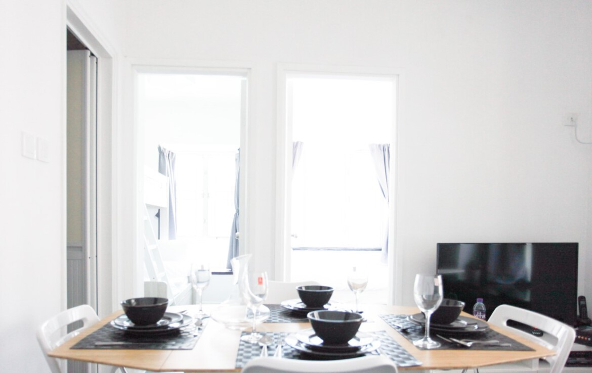 Dining table set for 2 bedrooms apartment in Fortress Hill