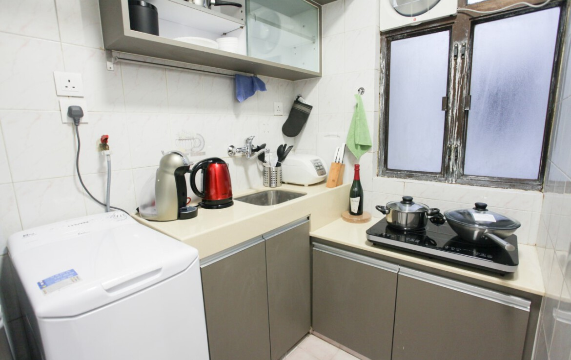 Modern full kitchen in 2 bedrooms apartment Fortress Hill with electric stove
