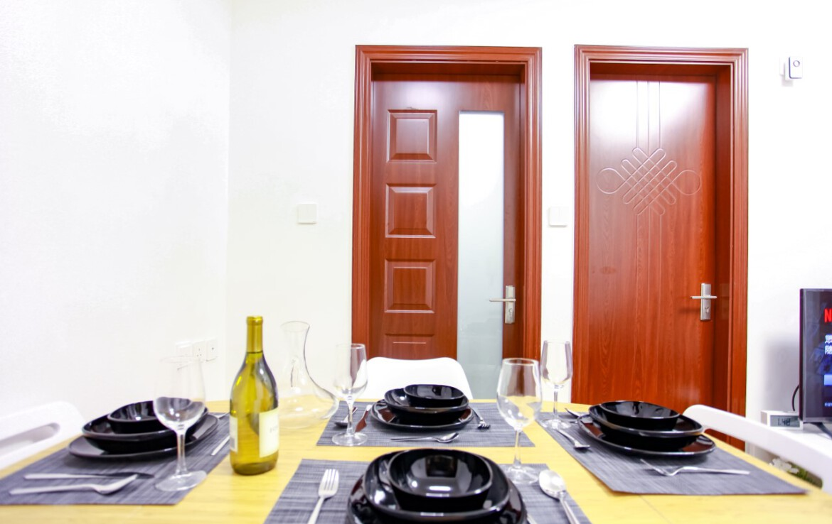 Dining table set for 1 bedroom apartment in Tai Hang