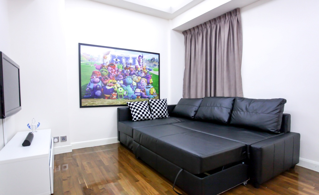 2 bedrooms apartment in Fortress Hill with big sofa bed and tv