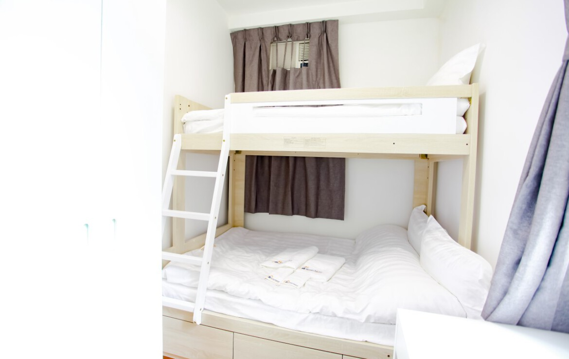 Bunk bed with working desk in Fortress Hill 2 bedrooms Apartment