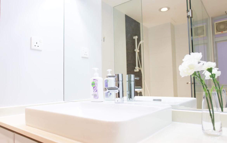 Large bathroom in Big Studio apartment Tin Hau