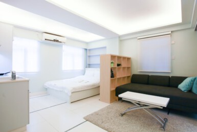 Big Studio apartment in Tai hang with sofa bed, tv, dining table