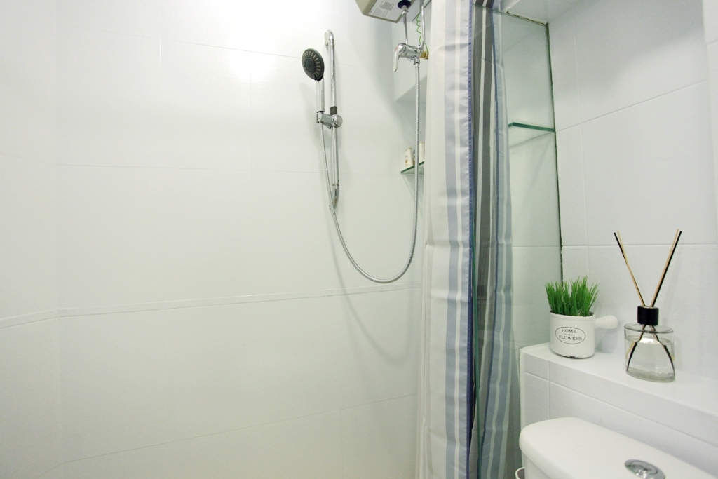 Modern Bathroom in 2 bedrooms apartment Causeway Bay