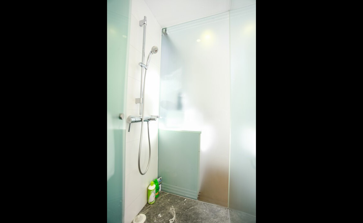 Modern Shower in studio flat serviced apartment Fortress Hill